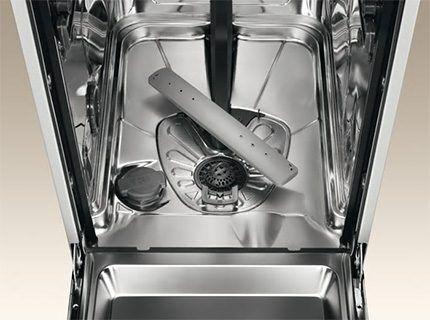 Вид посудомоечной машины без корзин