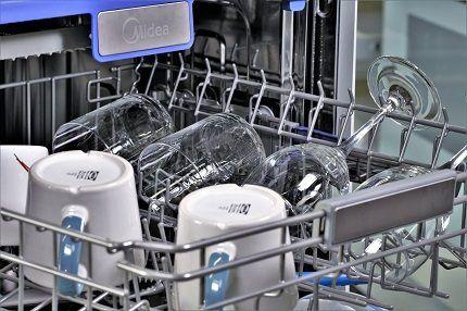 Верхняя корзинка посудомойки