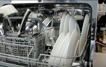 Загрузочная камера компактной посудомойки