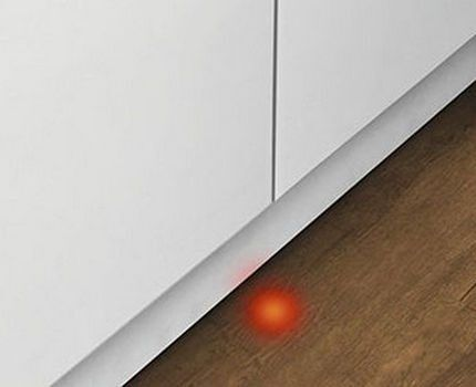 Посудомойка с функцией «луч на полу»