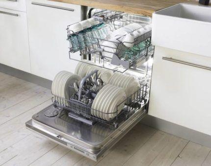 Загрузка посудомоечной машины Электролюкс