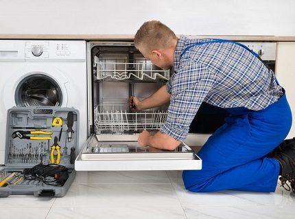 Вызов сервисной службы для переустановки поломанного тэна в посудомоечной машине - это гарантия качественной установки прибора