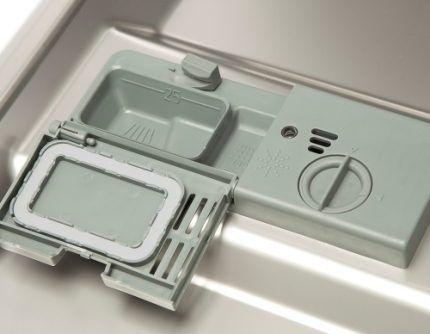Диспенсер для моющего средства в MGV5510