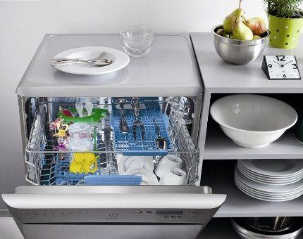 Внешний вид посудомойки Индезит