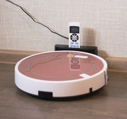 Зарядка робота на парковочной базе