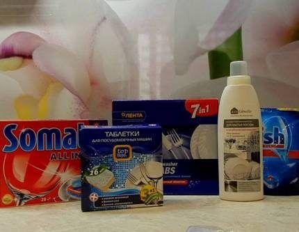 Таблетки для посудомоечных машин в упаковке