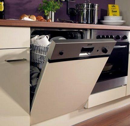 Полновстраиваемая посудомоечная машина