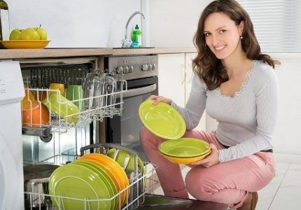 Loading dishes in baskets