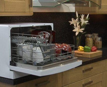 Для семейной пары подойдет настольная модель посудомойки
