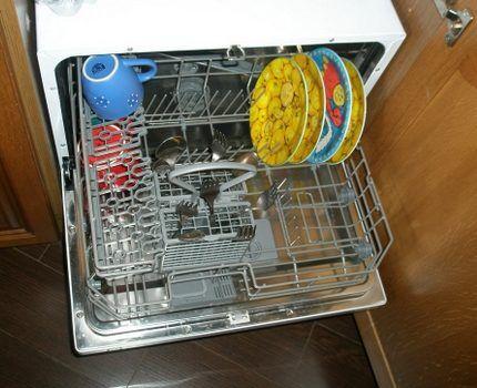 Компактная настольная посудомойка