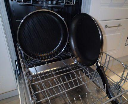 Крупные сковороды в посудомойке