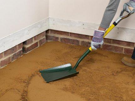 Выравнивание песчаного слоя