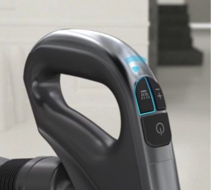Control system on the handle of the vacuum cleaner