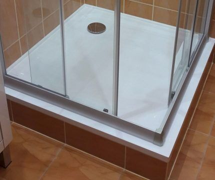 Square shower cubicle