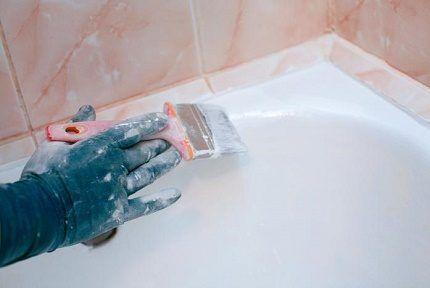 Окрашивание поверхности ванны