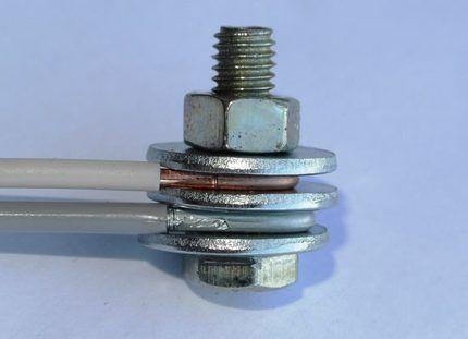 Болтовое соединение разных проводов