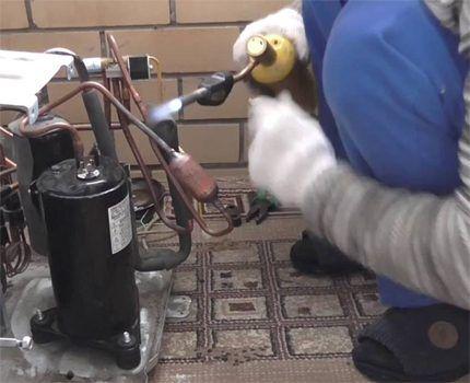 Демонтаж компрессора кондиционера