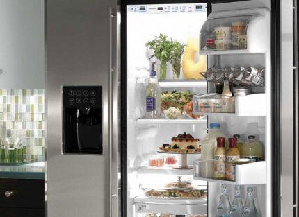 Холодильник японской компании Шарп