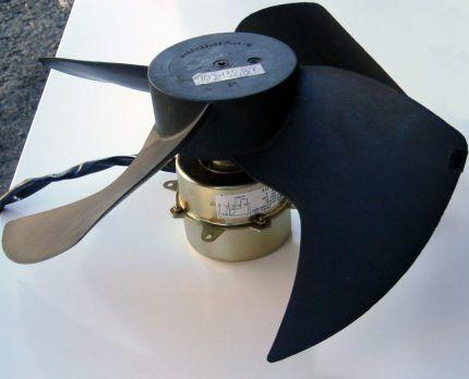 Вентилятор с двигателем для сплит-системы