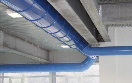 Воздуховоды в промышленном пространстве