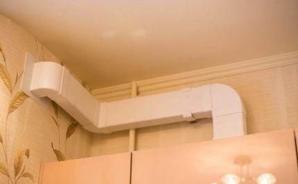 Пример монтажа воздуховода на кухне