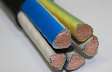 Силовой кабель с многопроволочными жилами