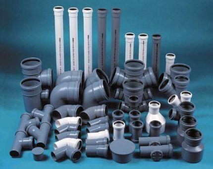 Сегменты пластиковых канализационных трубопроводов
