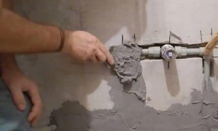 Штробление стен для водопровода