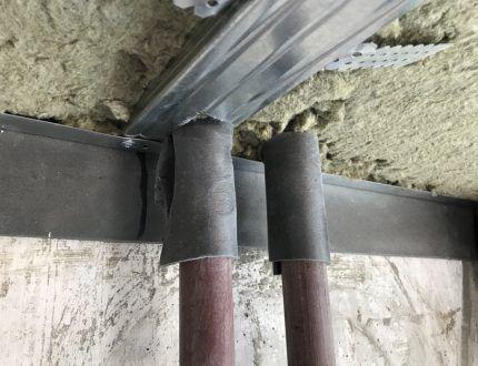 Виброизолирующая лента на трубах