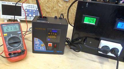 Компактный гибридный стабилизатор на столе