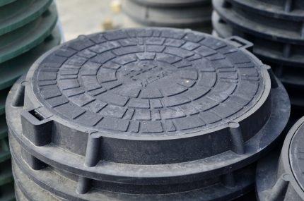 Пластиковый люк круглой формы
