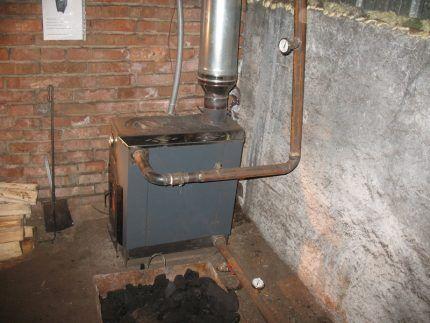 Металлическая печь водяного отопления
