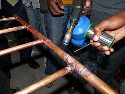 Спаивание медных труб в единую сеть