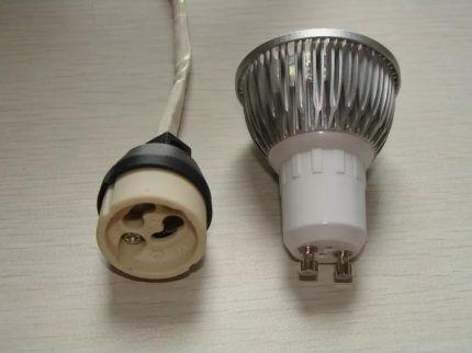 """Лампы с цоколем """"GU10"""" и """"GZ10"""""""