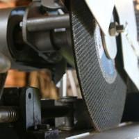 Отрезной станок по металлу своими руками: схема и порядок сборки самоделки