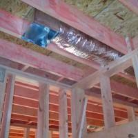 Вентиляция в каркасном доме своими руками: выбор лучшей схемы и правила сооружения