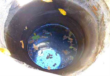 Загрязнение колодца мелким мусором и пылью