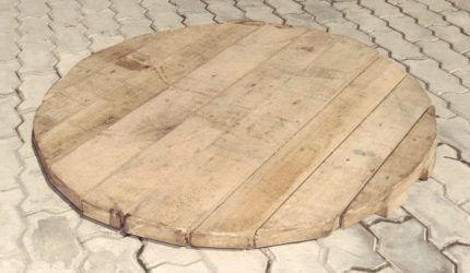Деревянная крышка для колодца