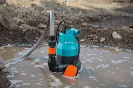 Дренажный насос для откачки грязной воды из колодца