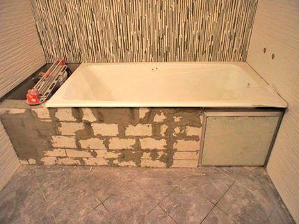 Рабочее отверстие под ванной