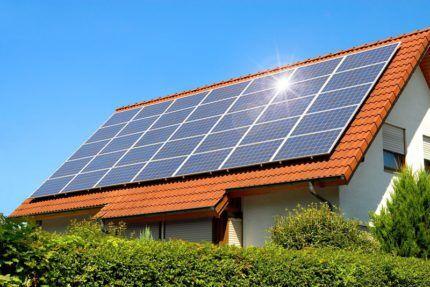 Как выглядят солнечные панели на крыше частного дома