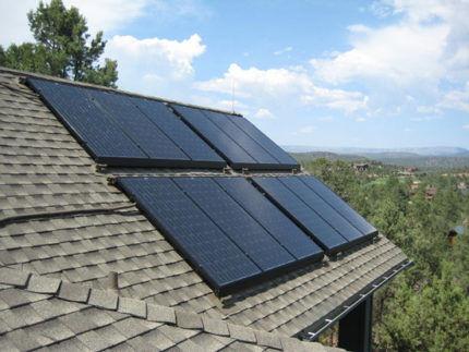Солнечная батарея на крыше дома