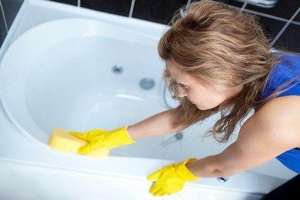 Очистка стенок чаши ванной