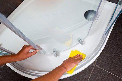 Протирание омытой чистой водой поверхности