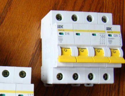 Как выбрать четырехполюсной автоматический выключатель