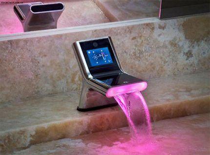 Водопадный смеситель на борт ванны
