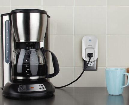 Умная розетка включит кофеварку