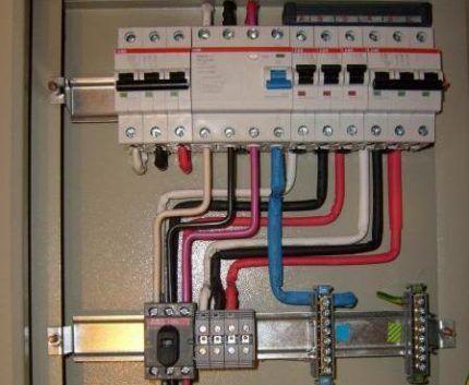 Провода в щитке