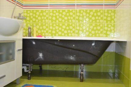 Без экрана вид у ванны неперезентабеленый