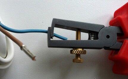 Зачистка от оплетки концов кабеля
